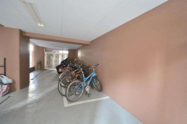 デュオ・スカーラ兜町の自転車置き場