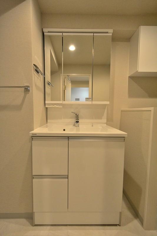 白の洗面化粧台