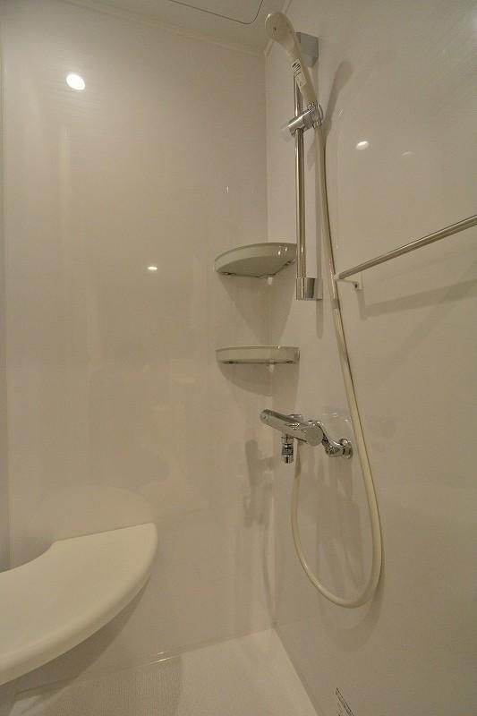白いシャワールーム