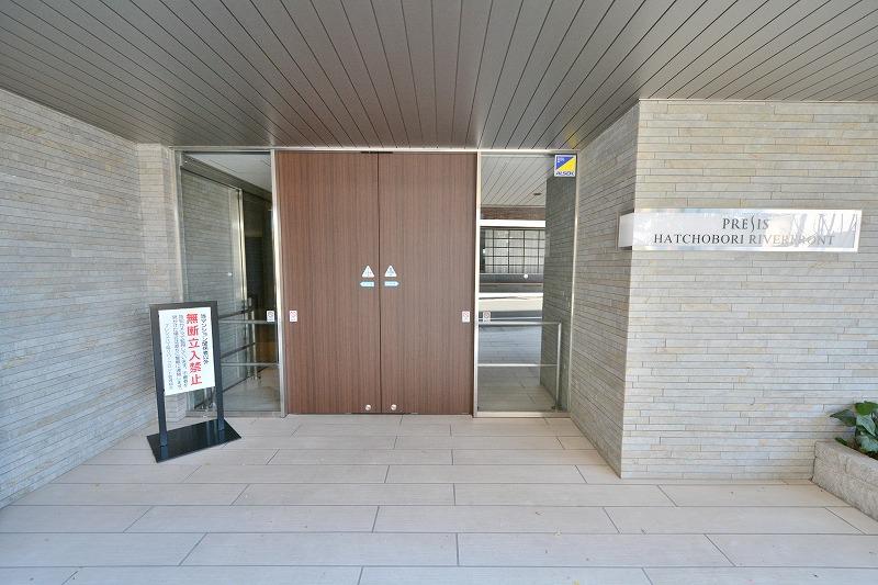 プレシス八丁堀リバーフロントのエントランス入口